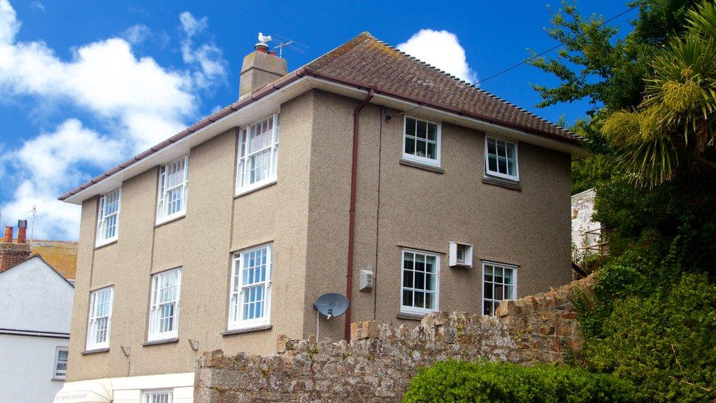 Marazion showing a house