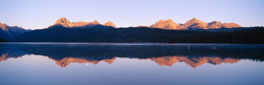 USA, Idaho, Redfish Lake and Sawtooth Mountains