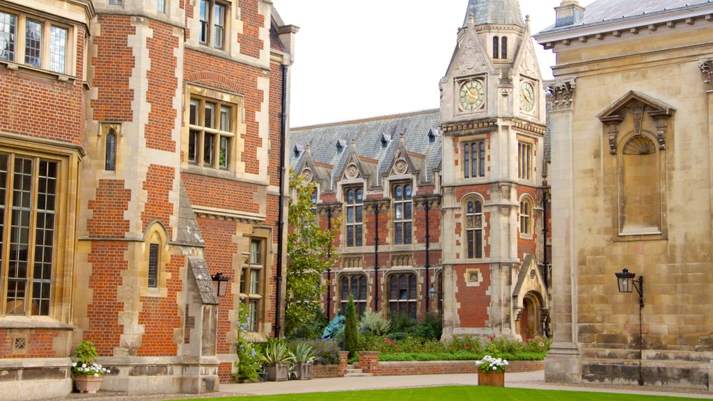 Pembroke College showing heritage architecture