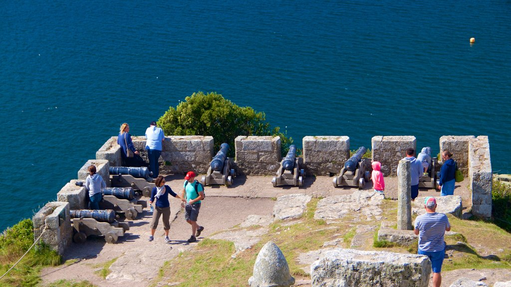 St. Michael\'s Mount showing heritage architecture, a castle and heritage elements