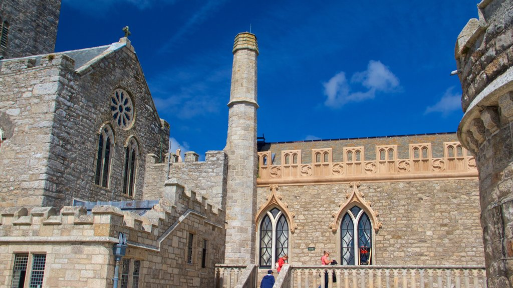 St. Michael\'s Mount showing a castle, heritage architecture and heritage elements