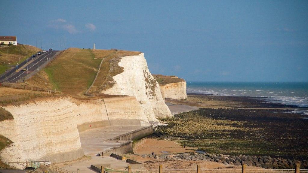 Brighton ofreciendo escenas tranquilas, vistas generales de la costa y costa escarpada