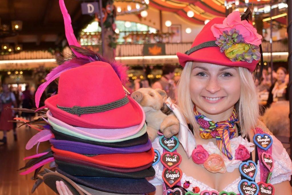 Hüte auf dem Oktoberfest in München