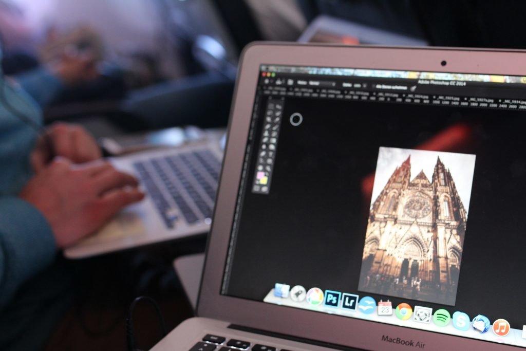Laptop, Ablenken im Flugzeug bei Flugangst