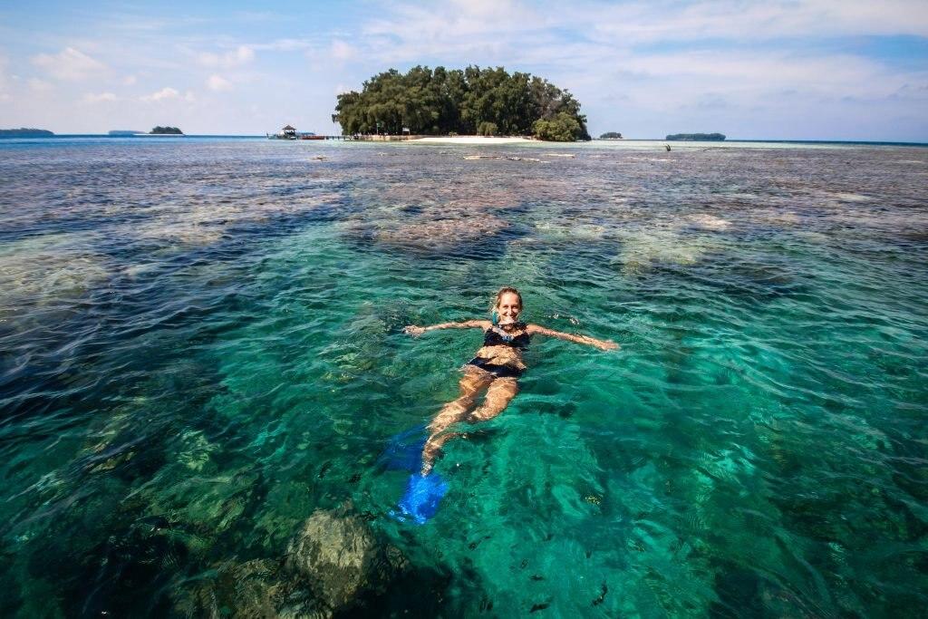 weltreise-javasee-indonesien, schwimmen