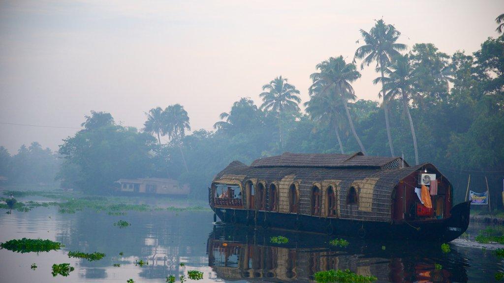 Distrito de Alappuzha mostrando una casa y un río o arroyo