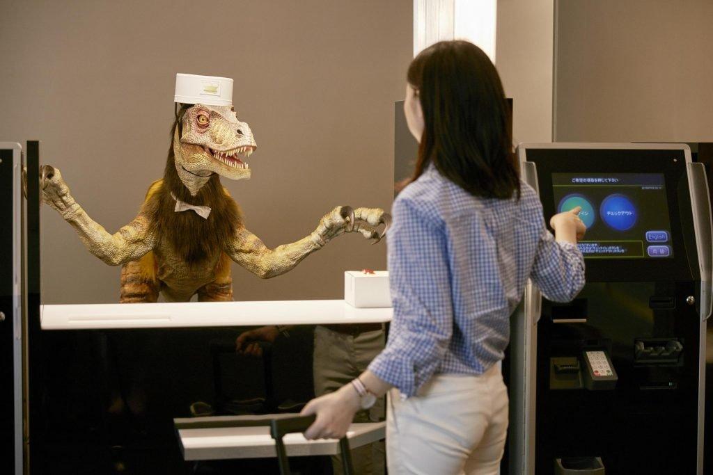 Henn na Hotel, Dinosaurier als Rezeptionist
