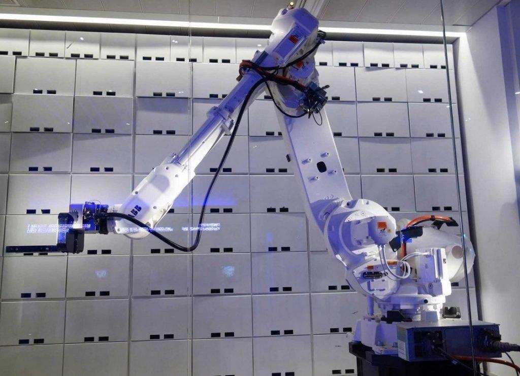 yobot-robot-yotel_Flickr