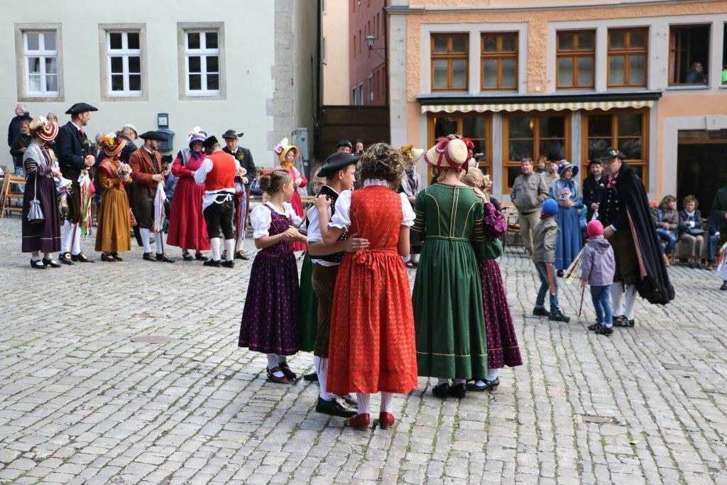 Tanzen, Kostüm, Dirndl, Altstadt, Rothenburg