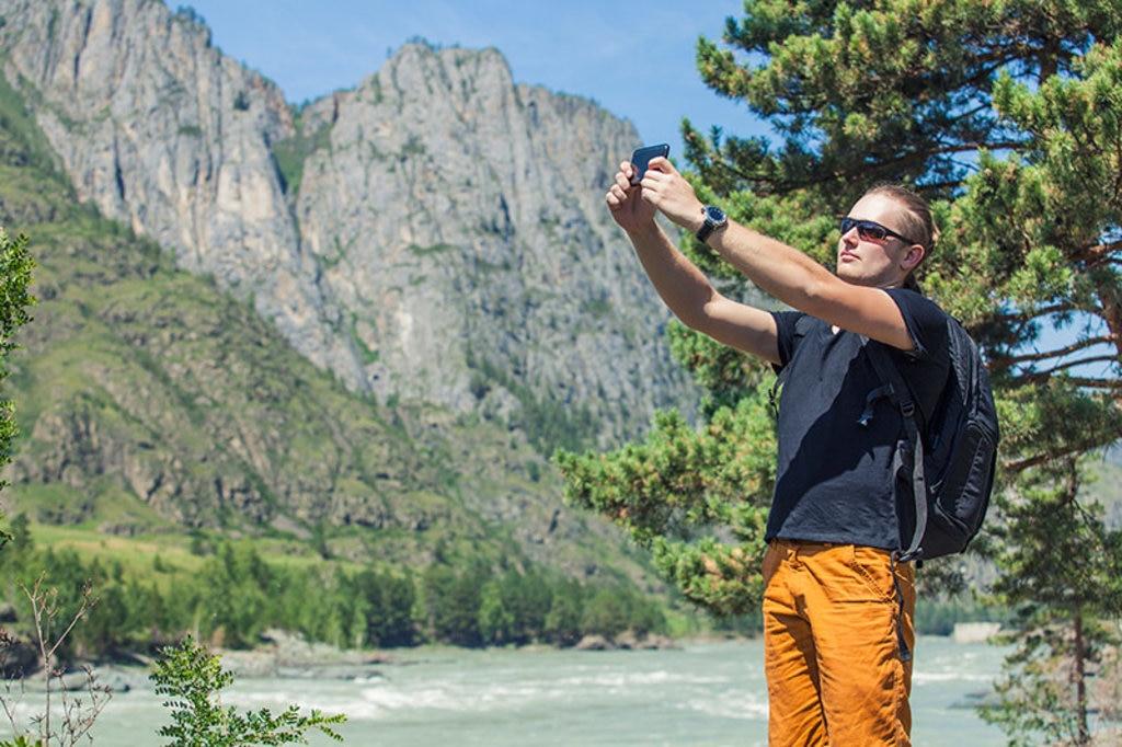 mountain-selfie backpacker rucksack gepäck wandern