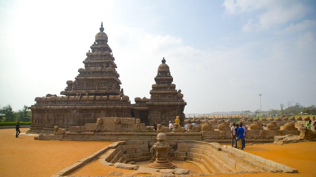 Templo de la Playa mostrando patrimonio de arquitectura y un templo o lugar de culto