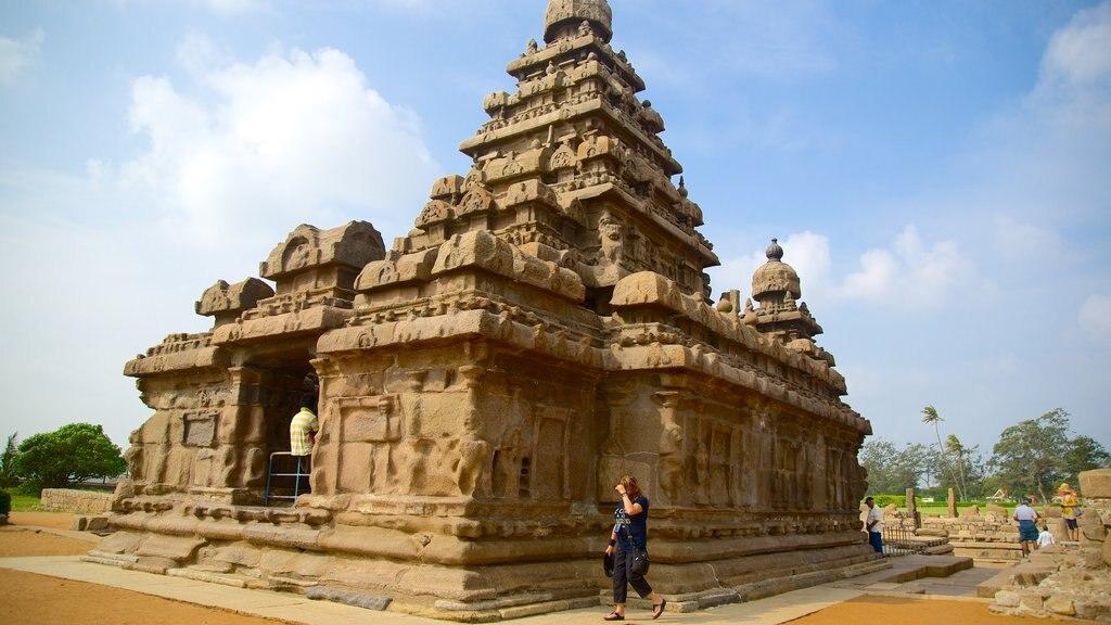 Templo de la Playa que incluye patrimonio de arquitectura y un templo o lugar de culto