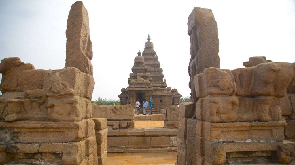 Templo de la Playa que incluye un templo o lugar de culto y patrimonio de arquitectura