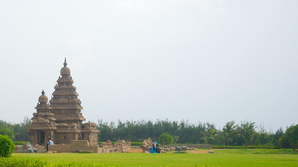 Templo de la Playa mostrando un templo o lugar de culto y patrimonio de arquitectura
