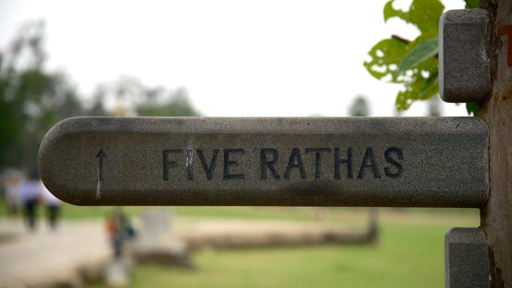 Pancha Pandava Rathas mostrando señalización