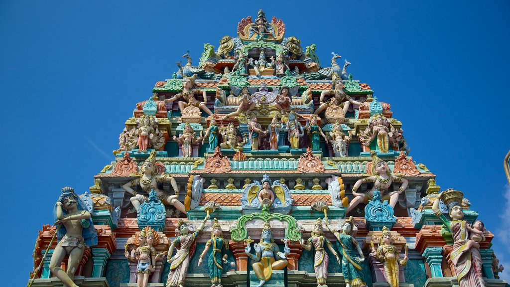 Kapaleeswarar Temple featuring a temple or place of worship and heritage architecture