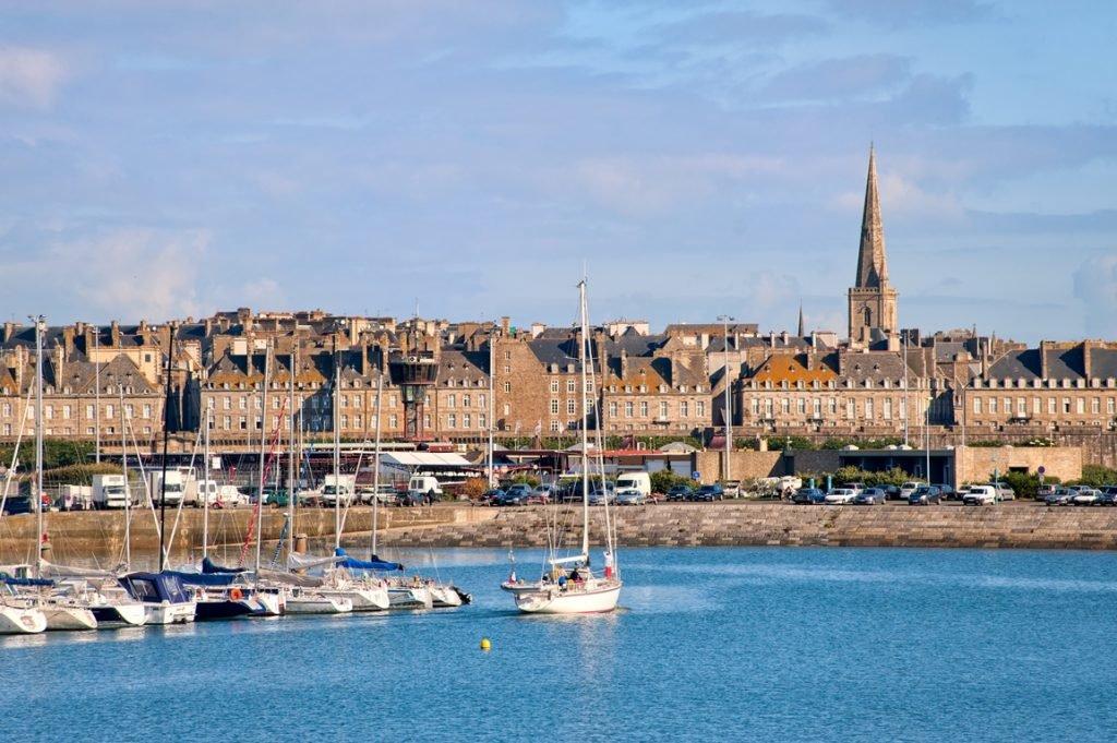 Boote in St. Malo, Bretagne, Reiseziel Frankreich