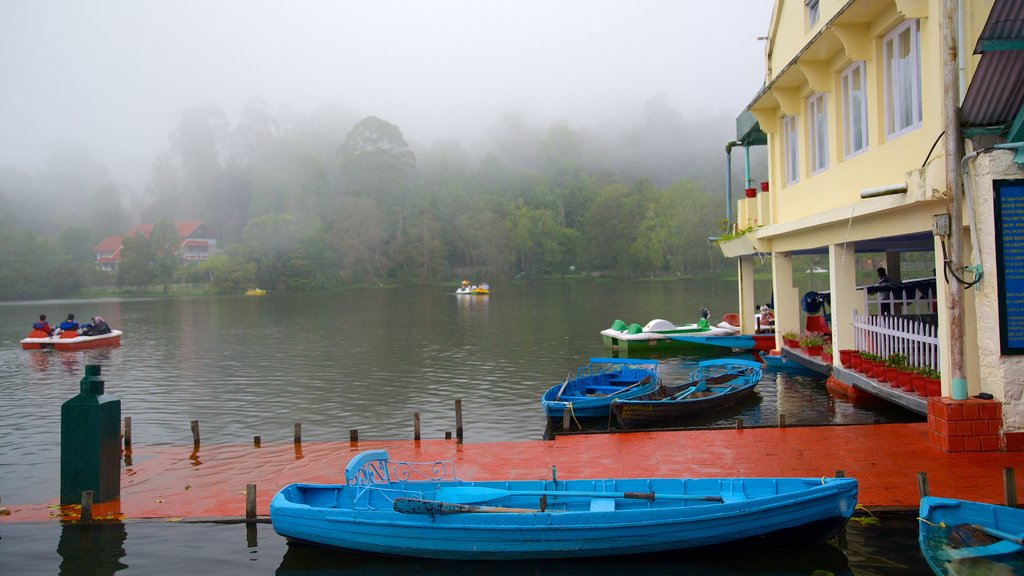Kodaikanal showing a lake or waterhole and boating