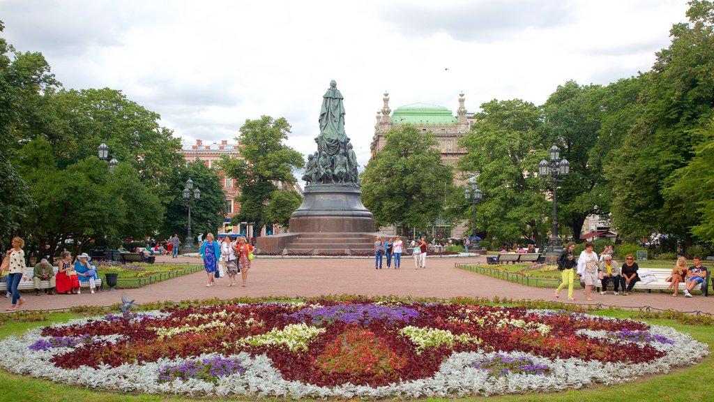 St. Petersburg featuring a park and flowers