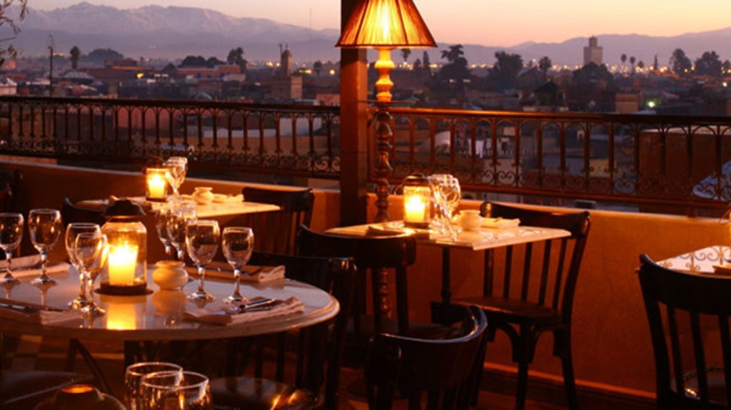 """Das Restaurant """"Le Salama"""" über den Dächern der Stadt ist für seine Live-Musik bekannt. © Nele Altenburg"""