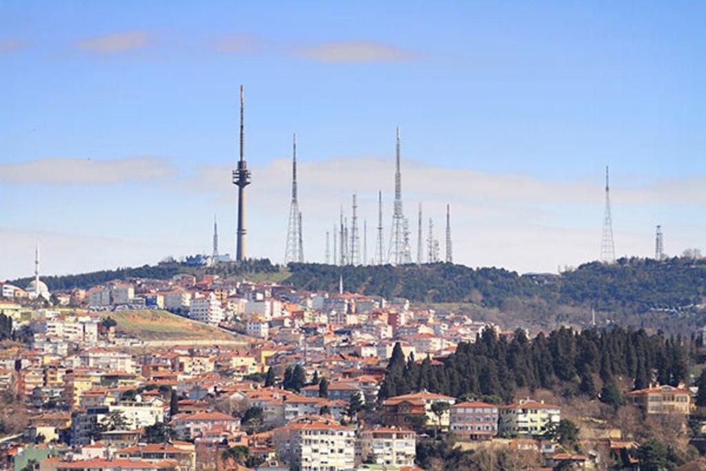 Malerisch trotz Funktürmen: Der Çamlica Berg
