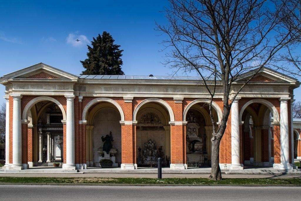 <figcaption>Mausoleum Zentralfriedhof Wien</figcaption>