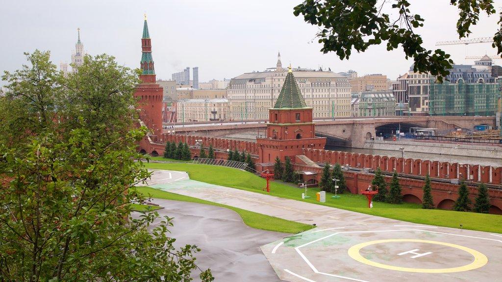Kremlin mostrando una ciudad, patrimonio de arquitectura y vistas de paisajes