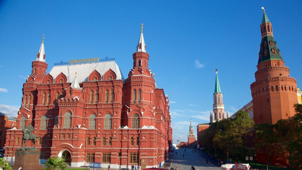 Kremlin de Moscú ofreciendo patrimonio de arquitectura
