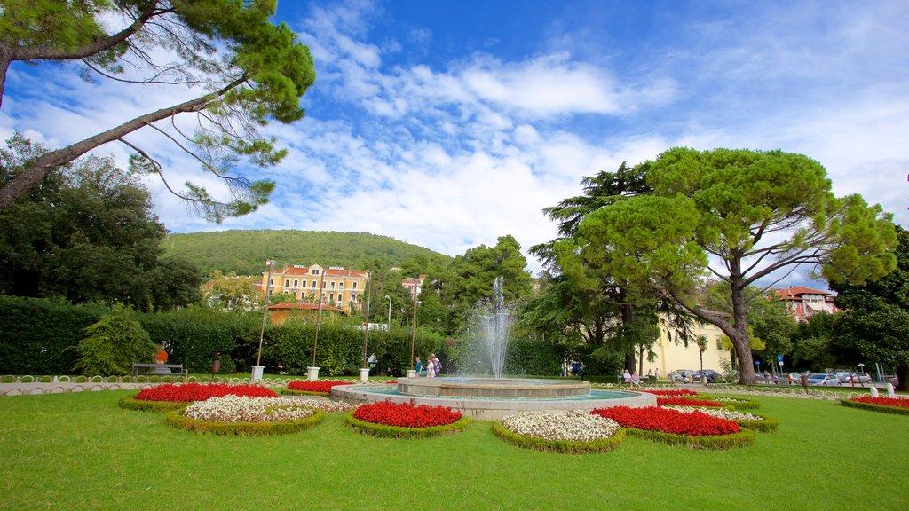 Opatija mostrando un parque y una fuente