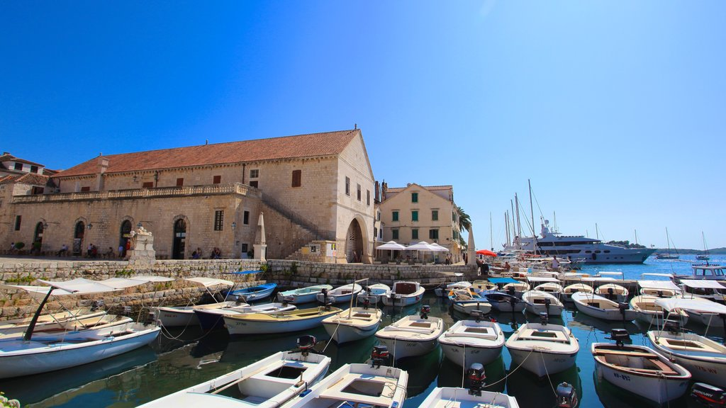 Hvar showing a marina