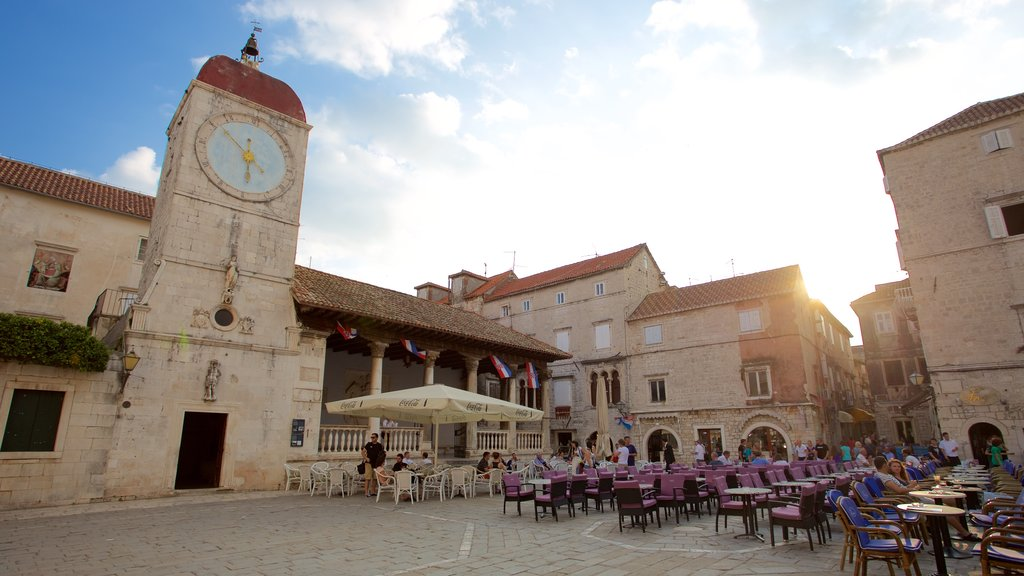 Trogir showing a square or plaza