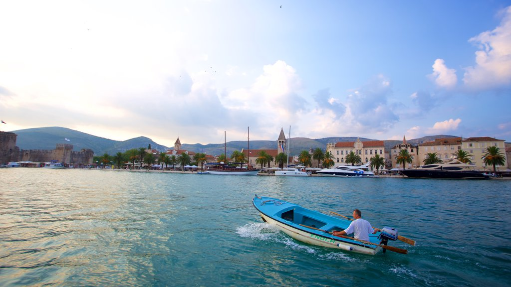 Trogir showing general coastal views, a river or creek and boating