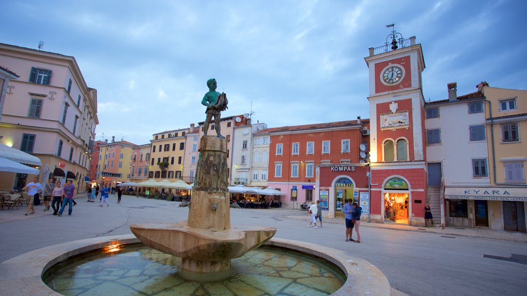 Marsala Tita Square featuring a fountain and street scenes