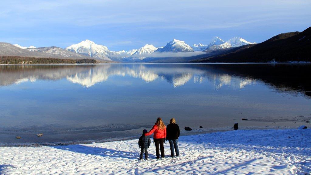 Whitefish ofreciendo vistas de paisajes, nieve y montañas