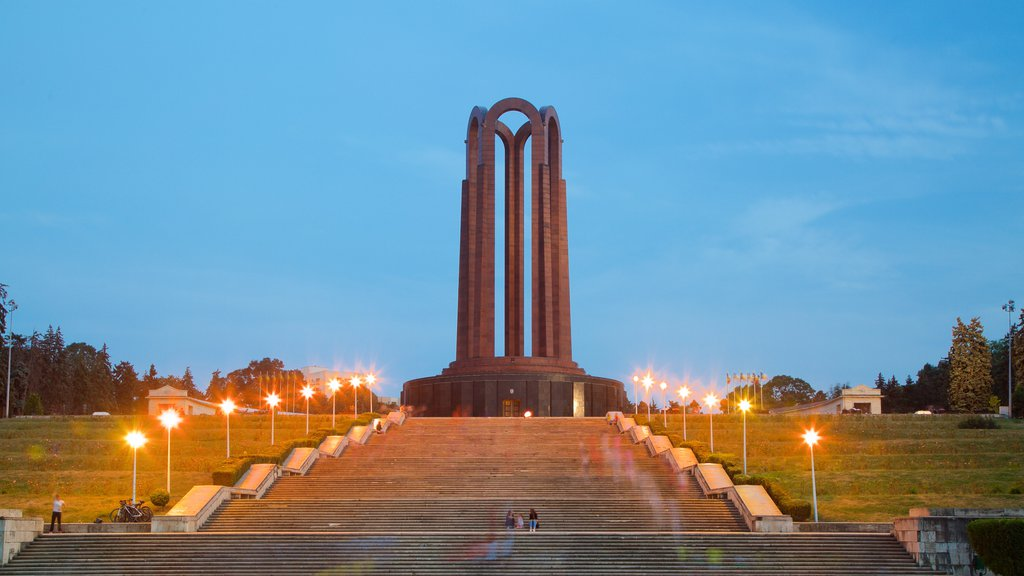 Carol Park showing a monument, a garden and a sunset