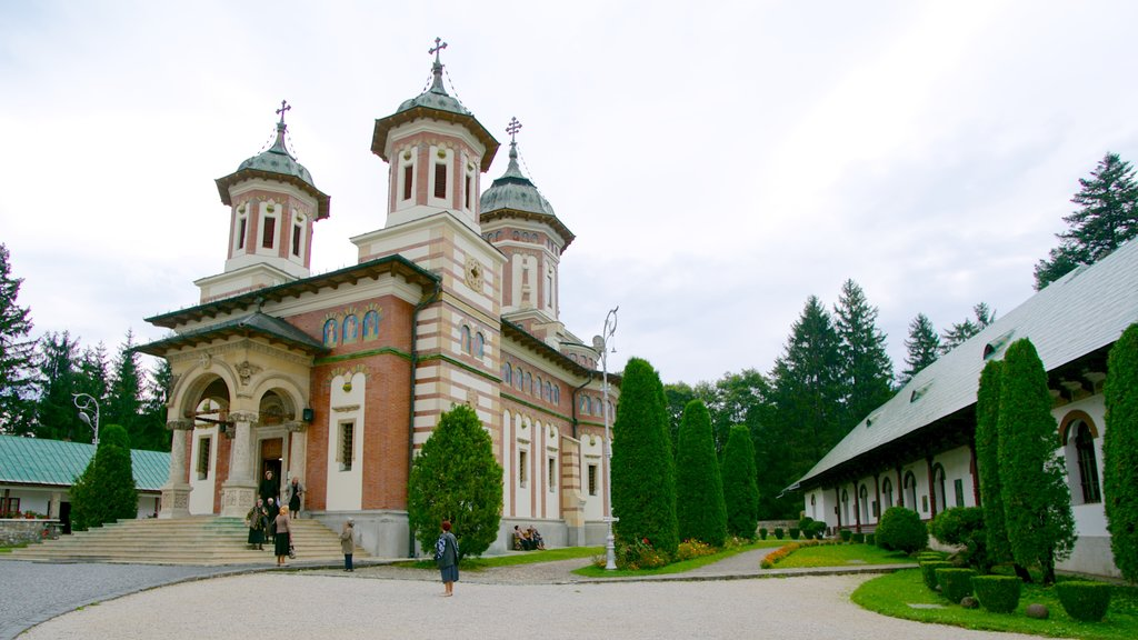 Sinaia Monastery which includes a church or cathedral and heritage architecture