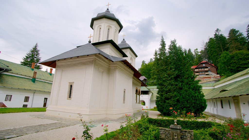 Sinaia Monastery showing heritage architecture, a garden and a church or cathedral