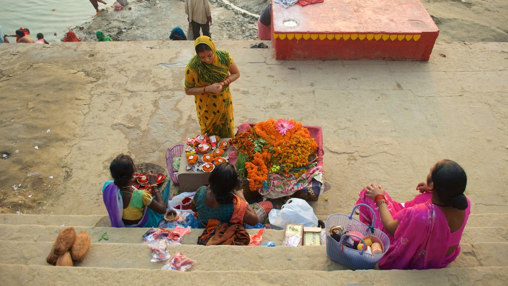 Tulsi Ghat as well as a family