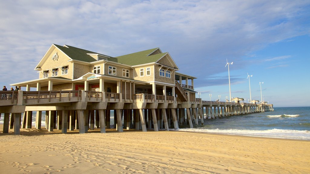 Jennette\'s Pier which includes a beach