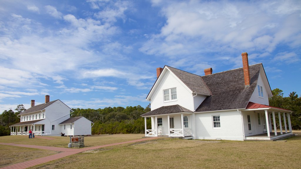 Outer Banks showing a house
