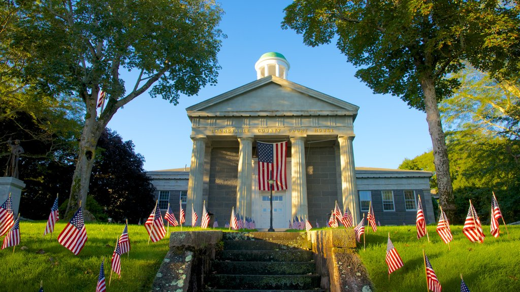 Barnstable featuring an administrative buidling