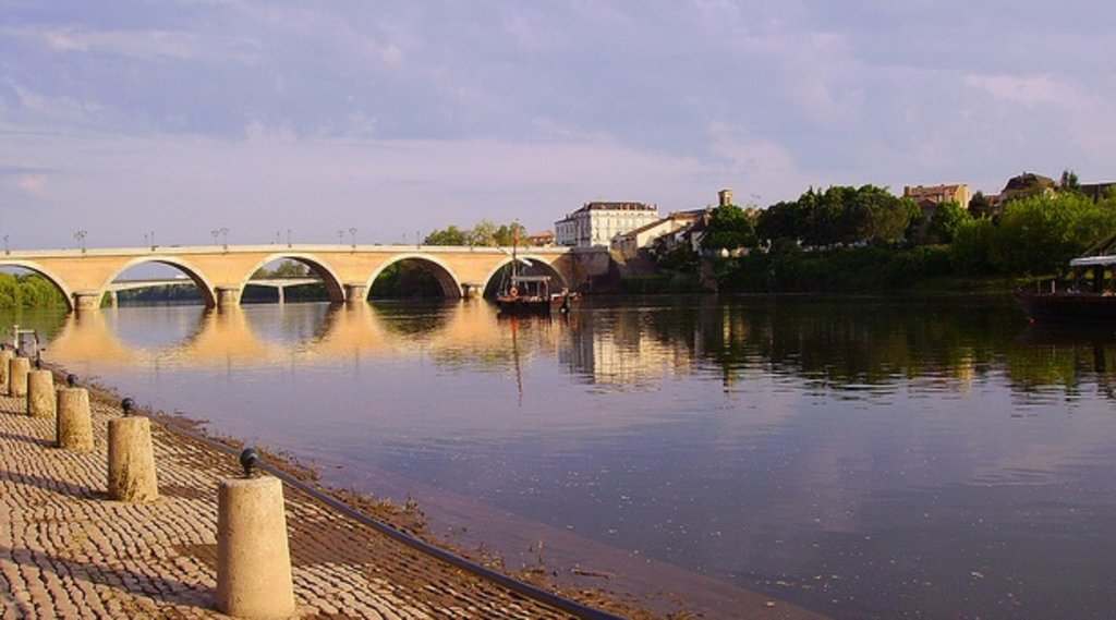 Pont de pierre de Bergerac.jpg