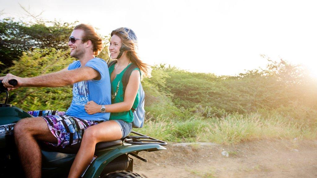 Curazao mostrando turismo y también una pareja