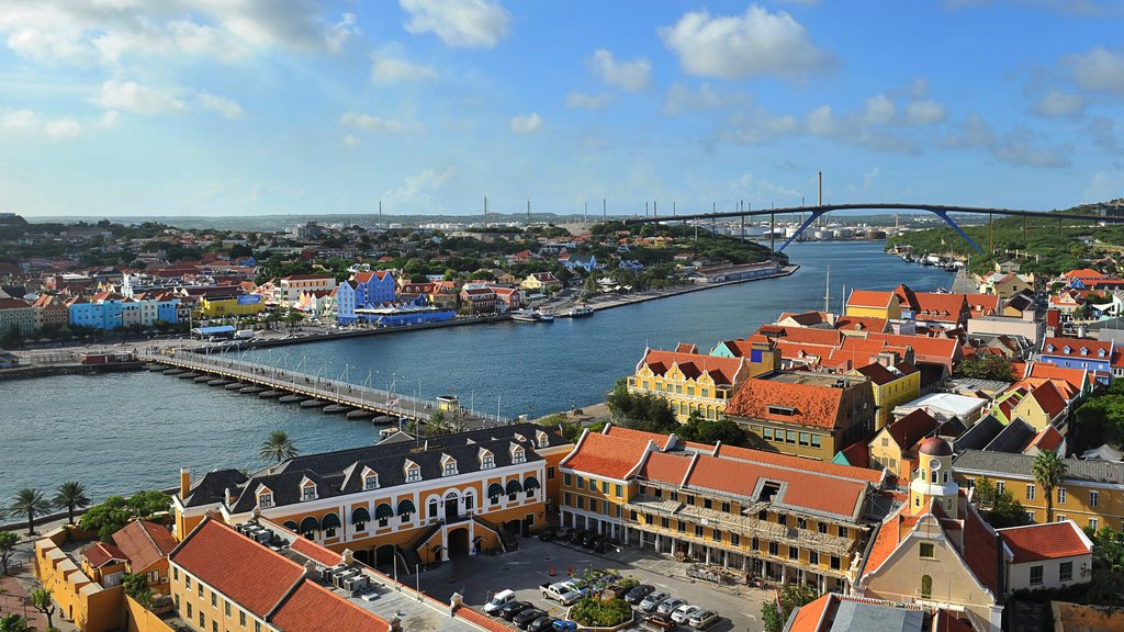 Curazao mostrando un puente, una ciudad y un río o arroyo