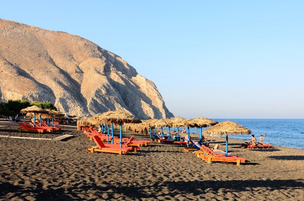 Beach_-_Perissa_-_Santorini_-_Greece_-_02.jpg