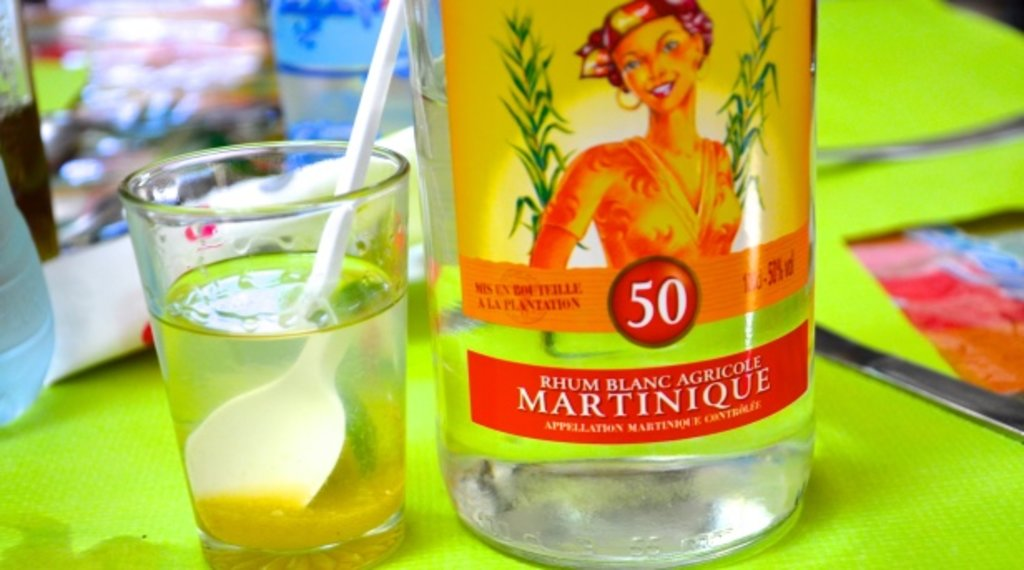 Rhum Blanc de Martinique - Crédit Philippe Trzebiatowski.jpg