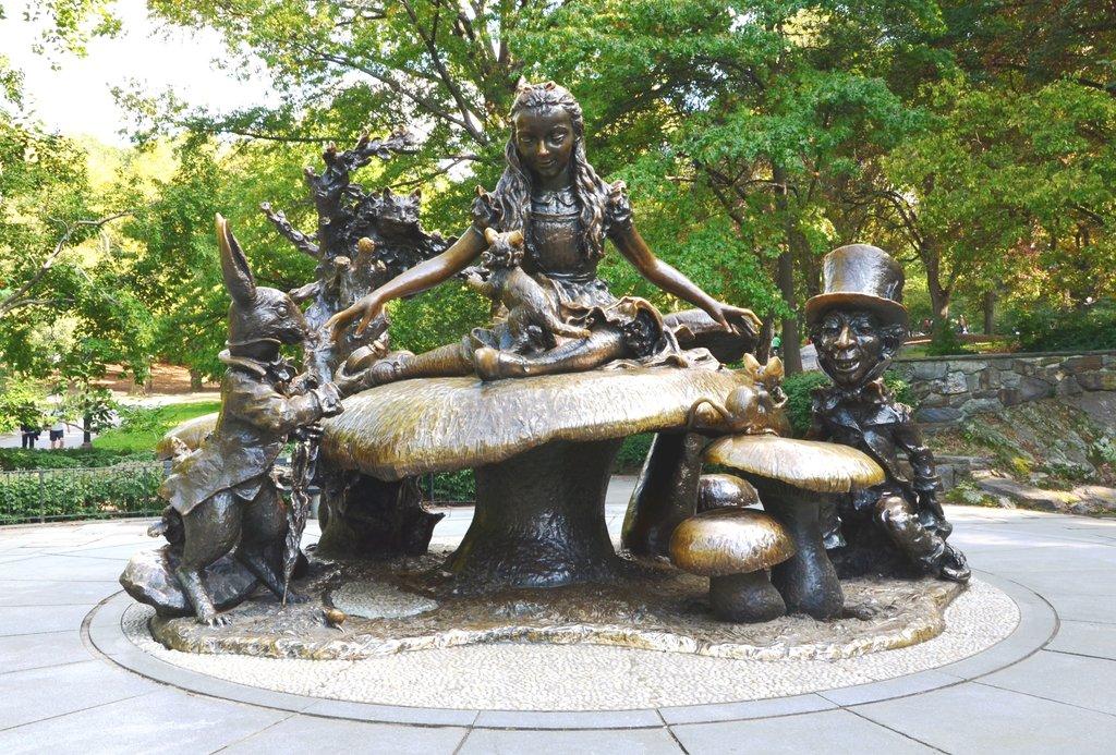 Alice in wonderland NYC Gzzz CC BY SA 3.0.jpg