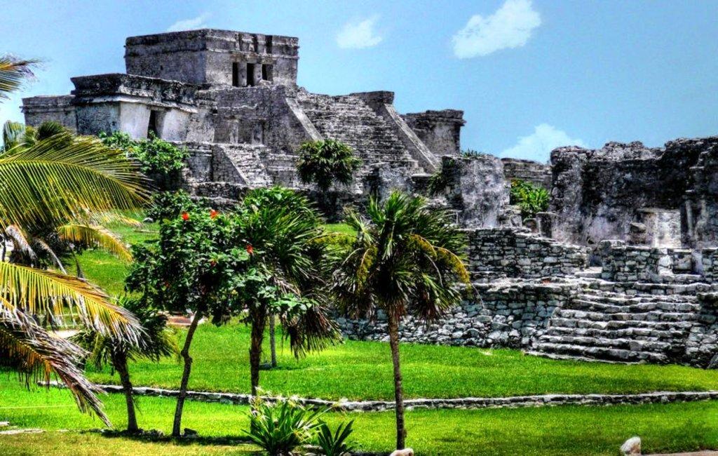 Tulum_-_Mayan_Pyramid joiseyshowaa CC BY-SA 2.0.jpg