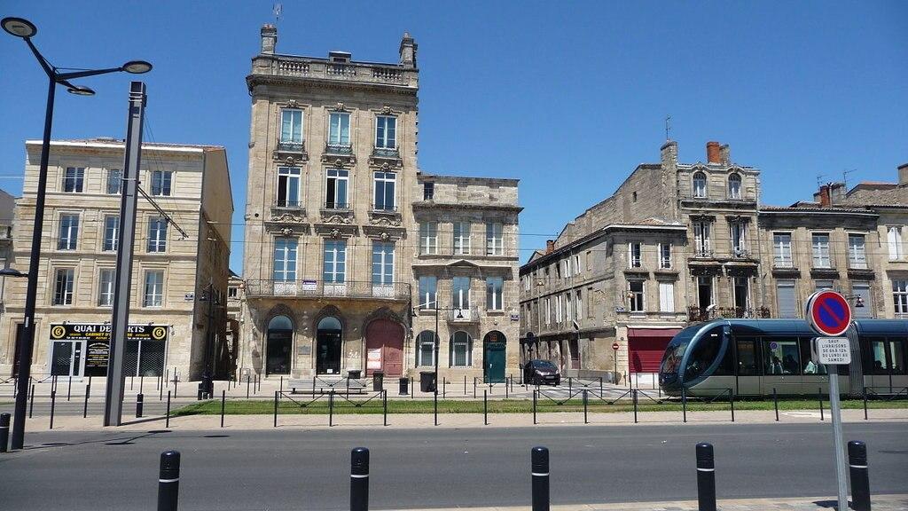 1280px-Vue_générale_du_138_Quai_des_Chartrons.jpg