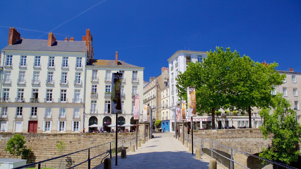 Nantes showing a house and heritage elements